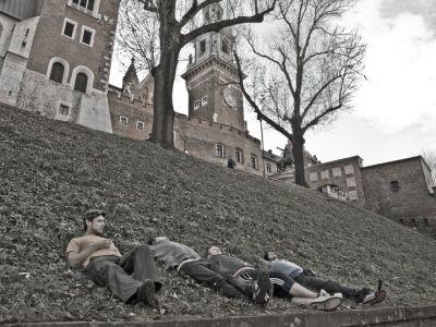 takie mamy teraz czasy, że każdy może leżeć na Wawelu
